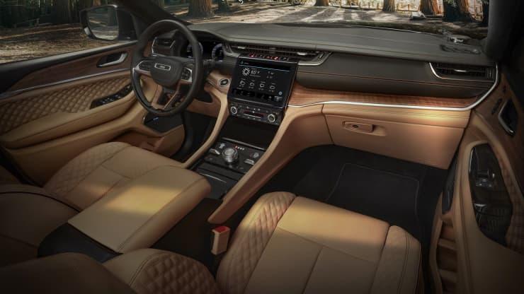 Fiat Chrysler представил новый трехрядный внедорожник Jeep Grand Cherokee L