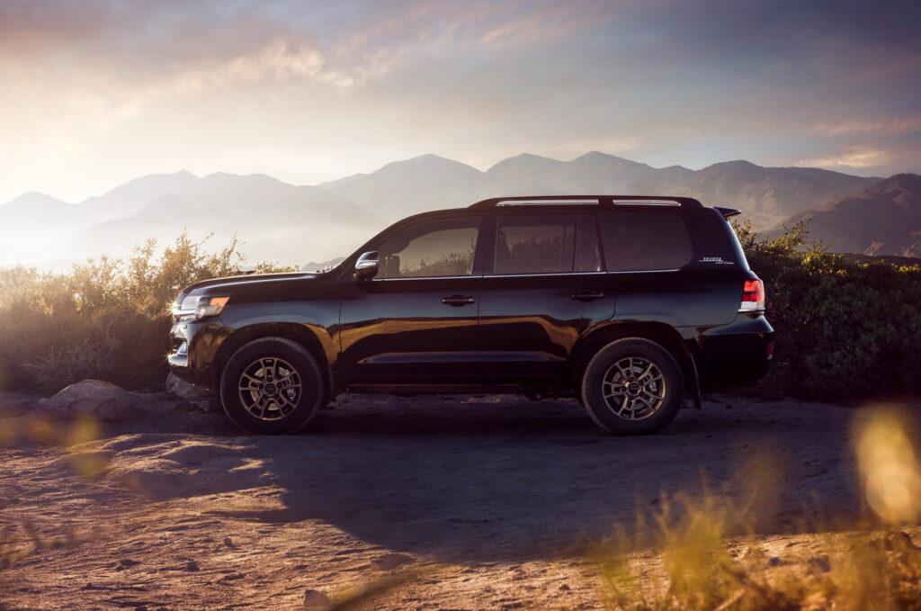 Компания Toyota работает над Land Cruiser следующего поколения