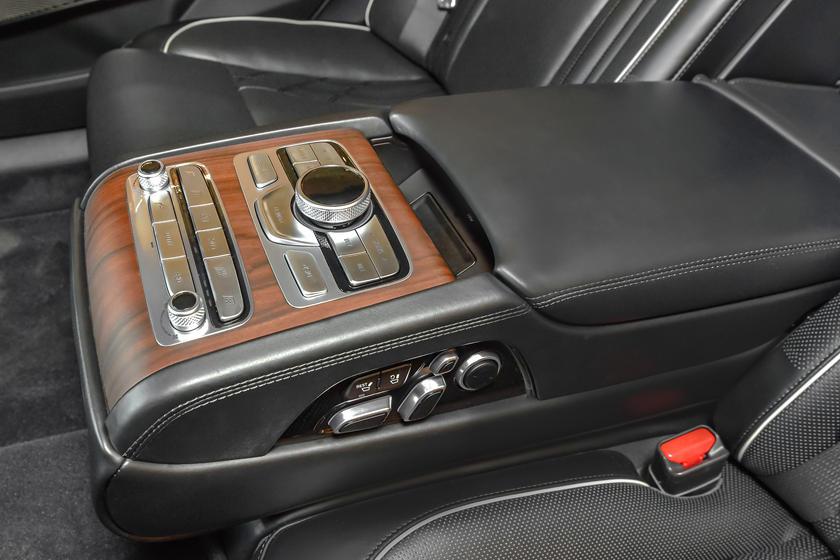 Опубликованы снимки нового Kia K900