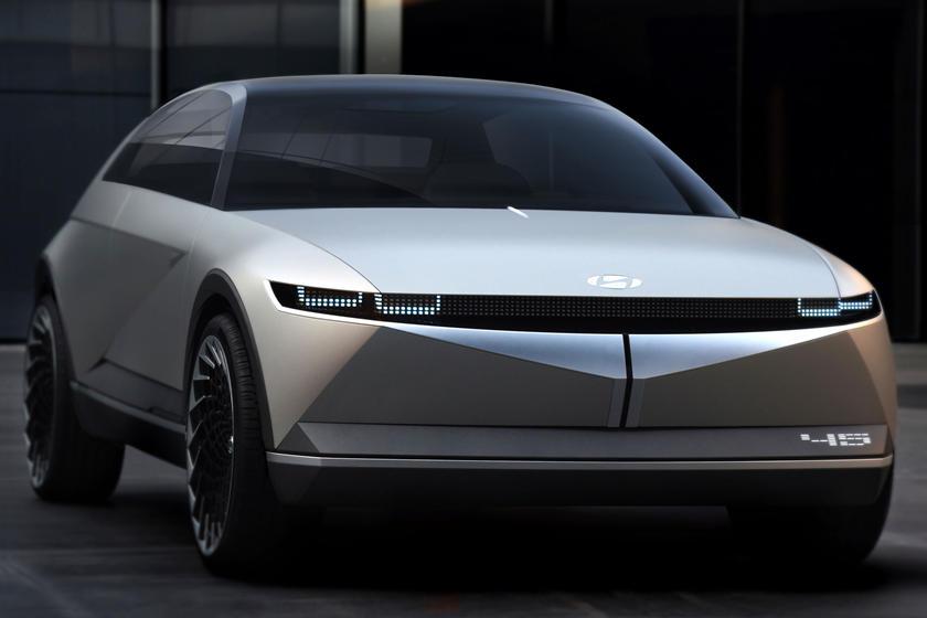 Hyundai опубликовала первые тизеры кроссовера Ioniq 5