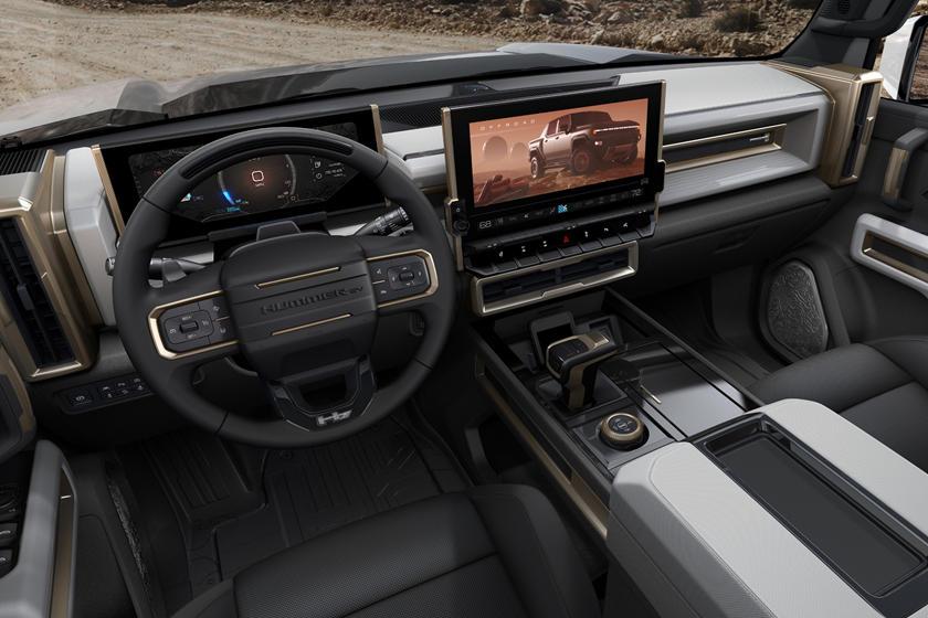Самый первый GMC Hummer EV 2022 года будет выставлен на благотворительный аукцион