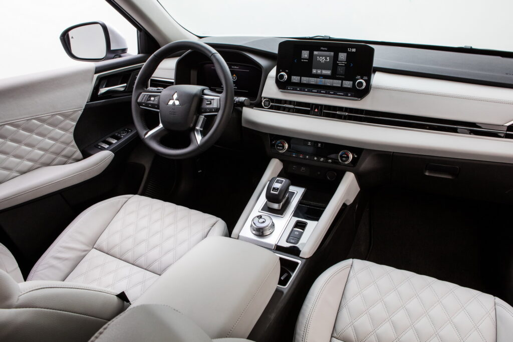Mitsubishi официально представила кроссовер Outlander четвертого поколения