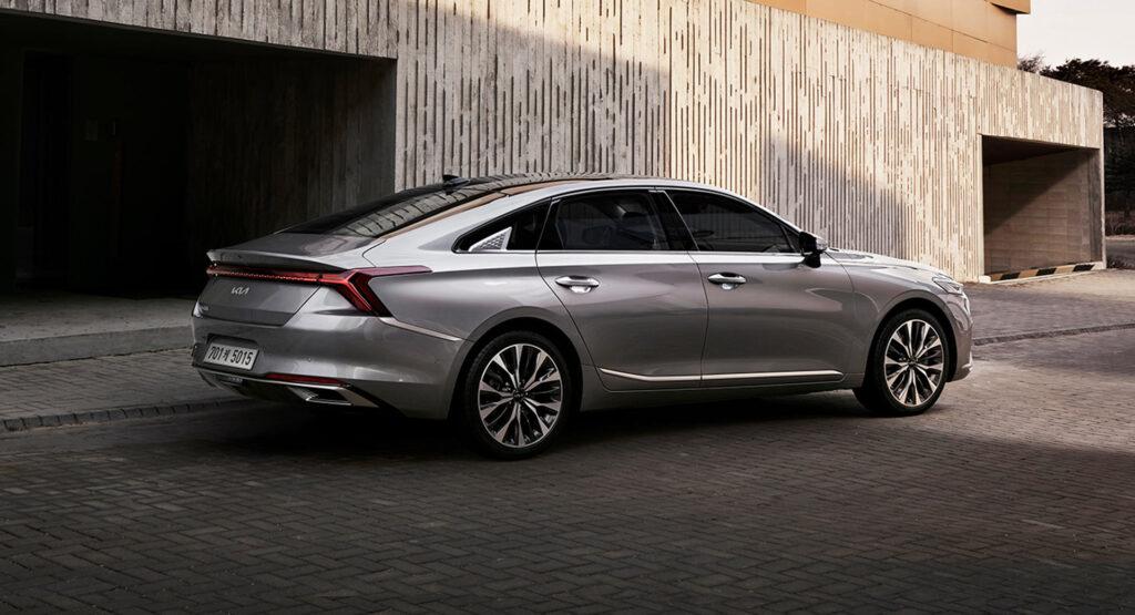 Компания KIA представила экстерьер нового седана K8, который заменит K7