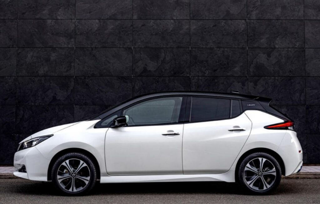 Nissan Leaf отмечает 10-летие флагманского электрического хэтчбека
