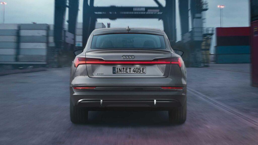 Audi представила кроссовер E-Tron S Line с новой отделкой Black Edition