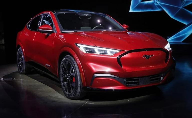 Ford производит электрических Mustang Mach-E больше, чем бензиновых моделей
