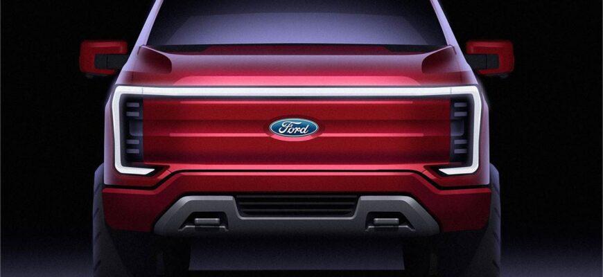 Что касается силовых агрегатов, новый Ford должен следовать ID 4, предлагая как задний, так и полный привод форматы с выходной мощностью от 148 до 204 л.с. в стандартной модели. Модельный ряд тогда может быть возглавлен спортивной моделью мощностью 299 л.с., возможно, под маркой GT, как и самая мощная версия Mach-E. Литий-ионный аккумулятор емкостью 52 кВт / ч обеспечит запас хода около 213 миль в стандартной комплектации и предложит скорость зарядки до 100 кВт, в то время как дополнительная батарея на 77 кВт / ч расширит диапазон до более чем 300 миль и увеличит емкость зарядки до 125 кВт.