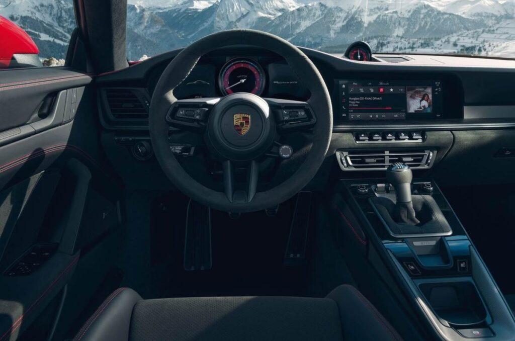 Представлен новый Porsche 911 GTS