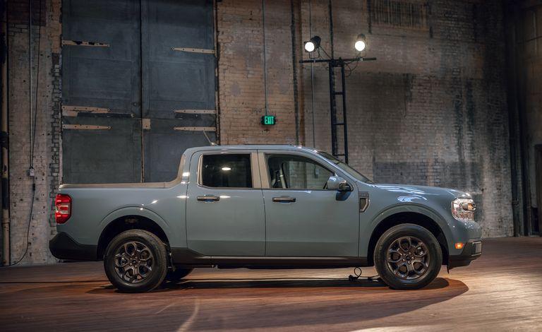 Ford представил компактный гибридный пикап Ford Maverick 2022 года