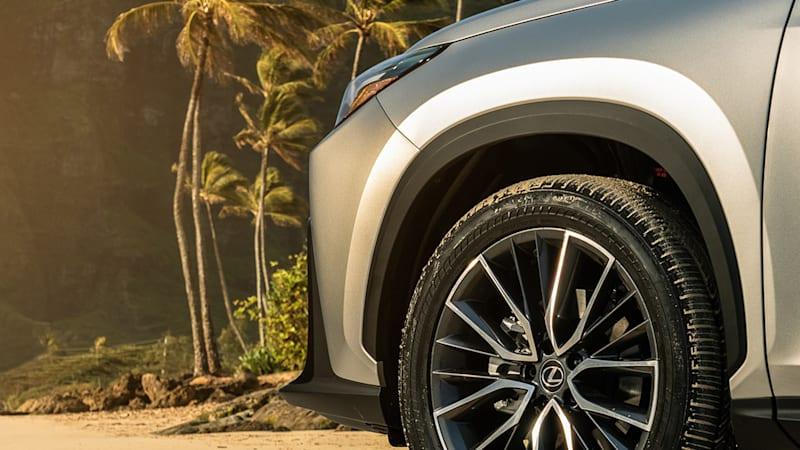 Lexus NX 2022 года представлен на новых тизерах