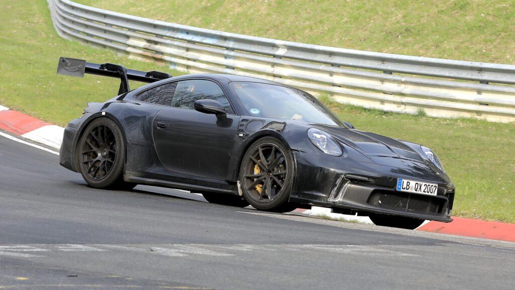 Новый Porsche 911 GT3 RS 2022 года заметили на Нюрбургрингской трассе