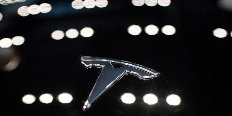 Акции Tesla упали из-за снижения продаж вдвое на китайском рынке