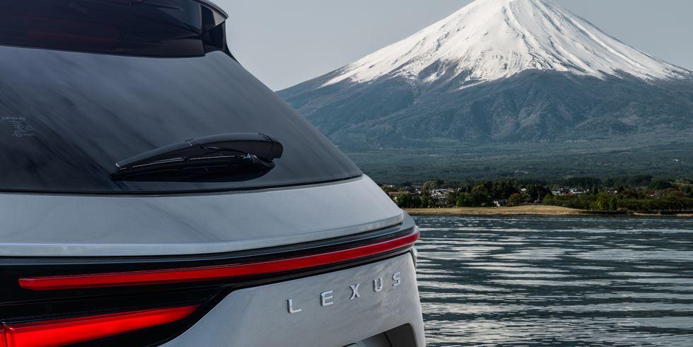 Премьера нового Lexus NX 2022 года назначена на 11 июня