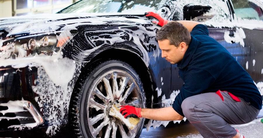 Стоит ли мыть машину автомобильным шампунем?