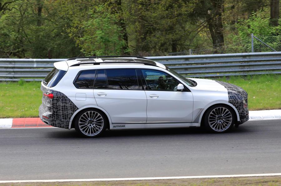BMW X7 2022 года выходит на скоростные тесты на Нюрбургринге