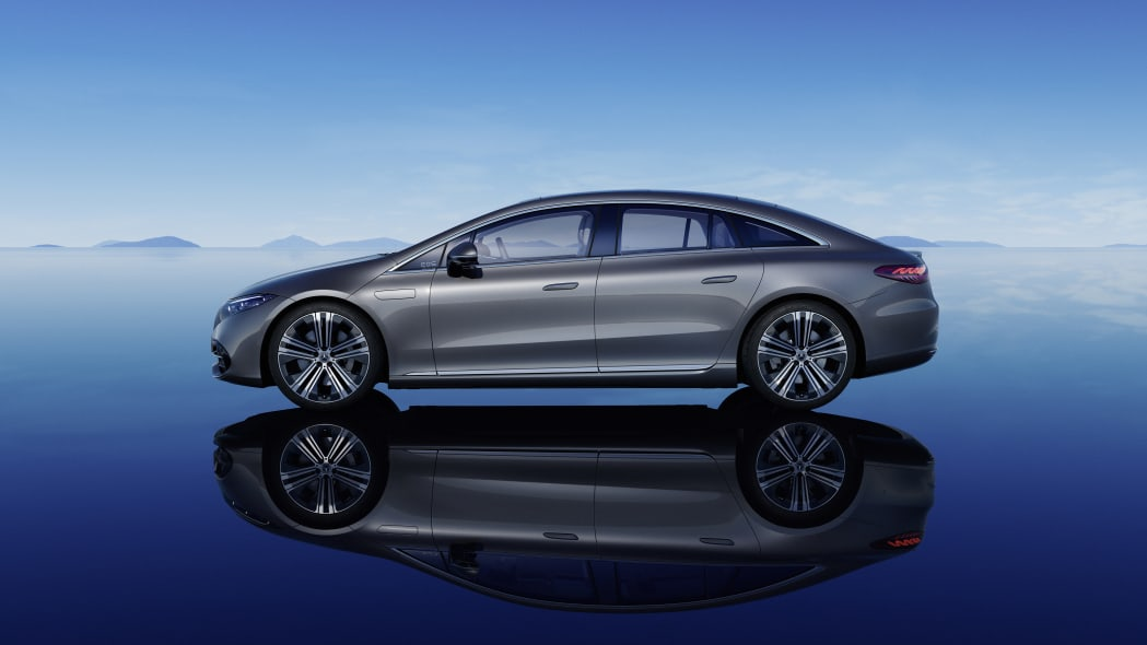 Mercedes-Benz EQS предложит рулевое управление задними колесами по подписке