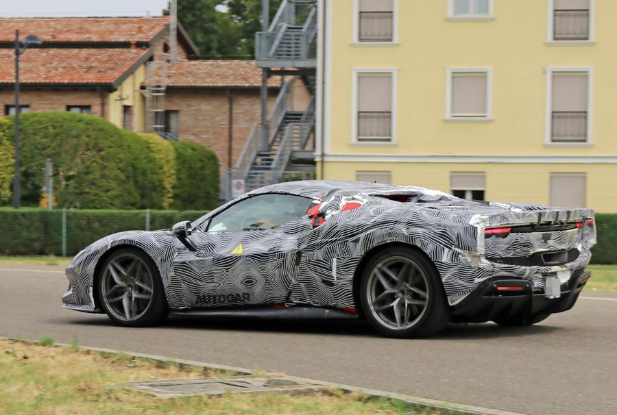 Новый Ferrari 296 GTB: 819-сильный PHEV получит вариант кабриолета