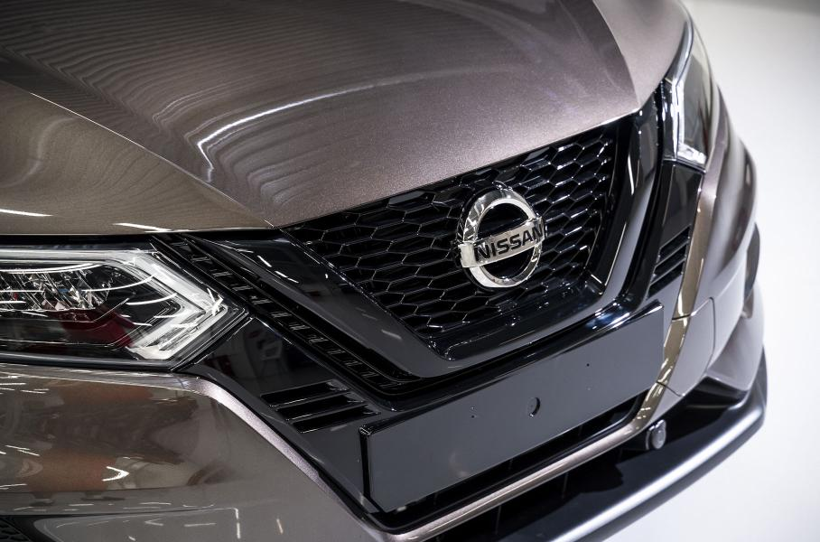 В РФ продаются кроссоверы Nissan Qashqai и X-Trail в спецверсии N-Design