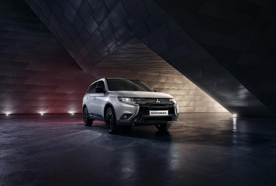 В РФ начались продажи ограниченной версии Mitsubishi Outlander Black Edition 2021